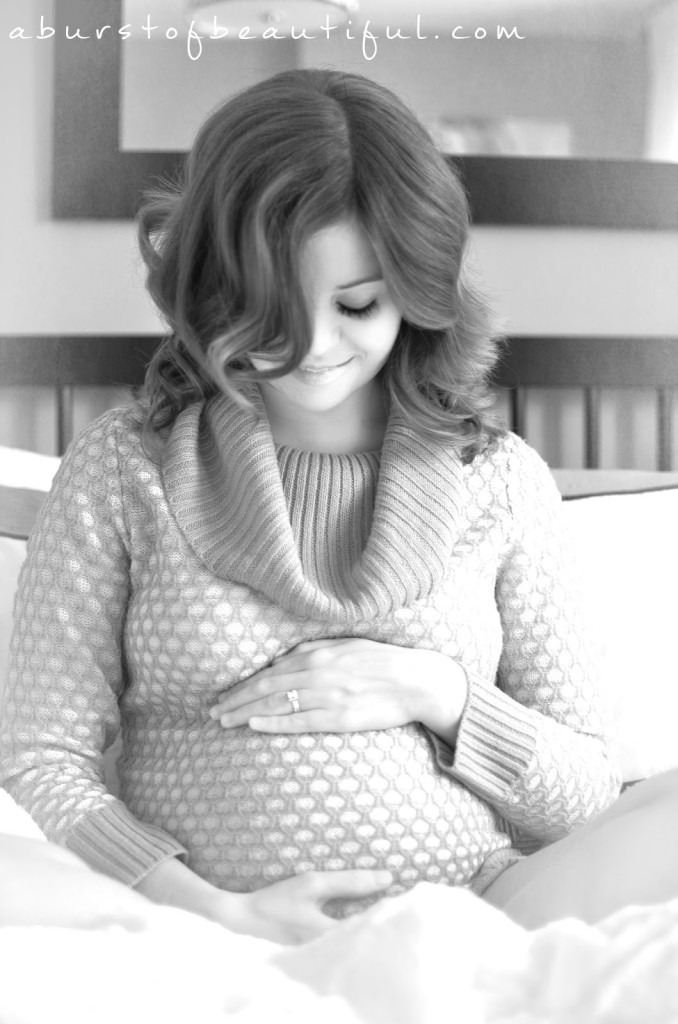 Capture the beauty of your pregnancy with these easy maternity photography tips for the beginner | A Burst of Beautiful