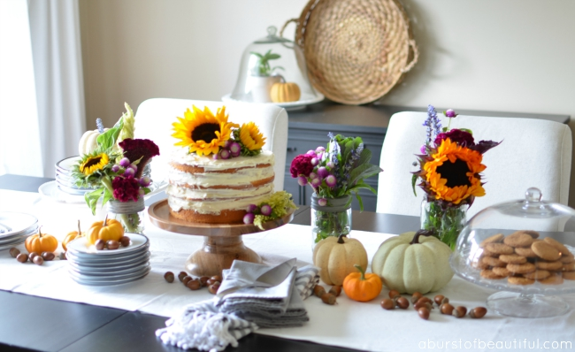 A Bright and Cheerful Fall Tablescape