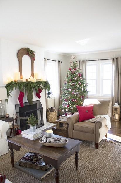 Christmas-Living-Room-Rustic-and-Woven-