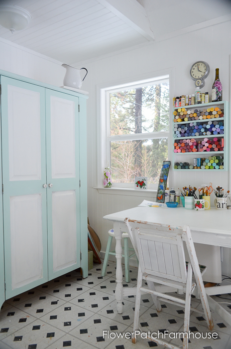 She-Shed-Studio-Cottage-Interior-FlowerPatchFarmhouse.com-4-of-10