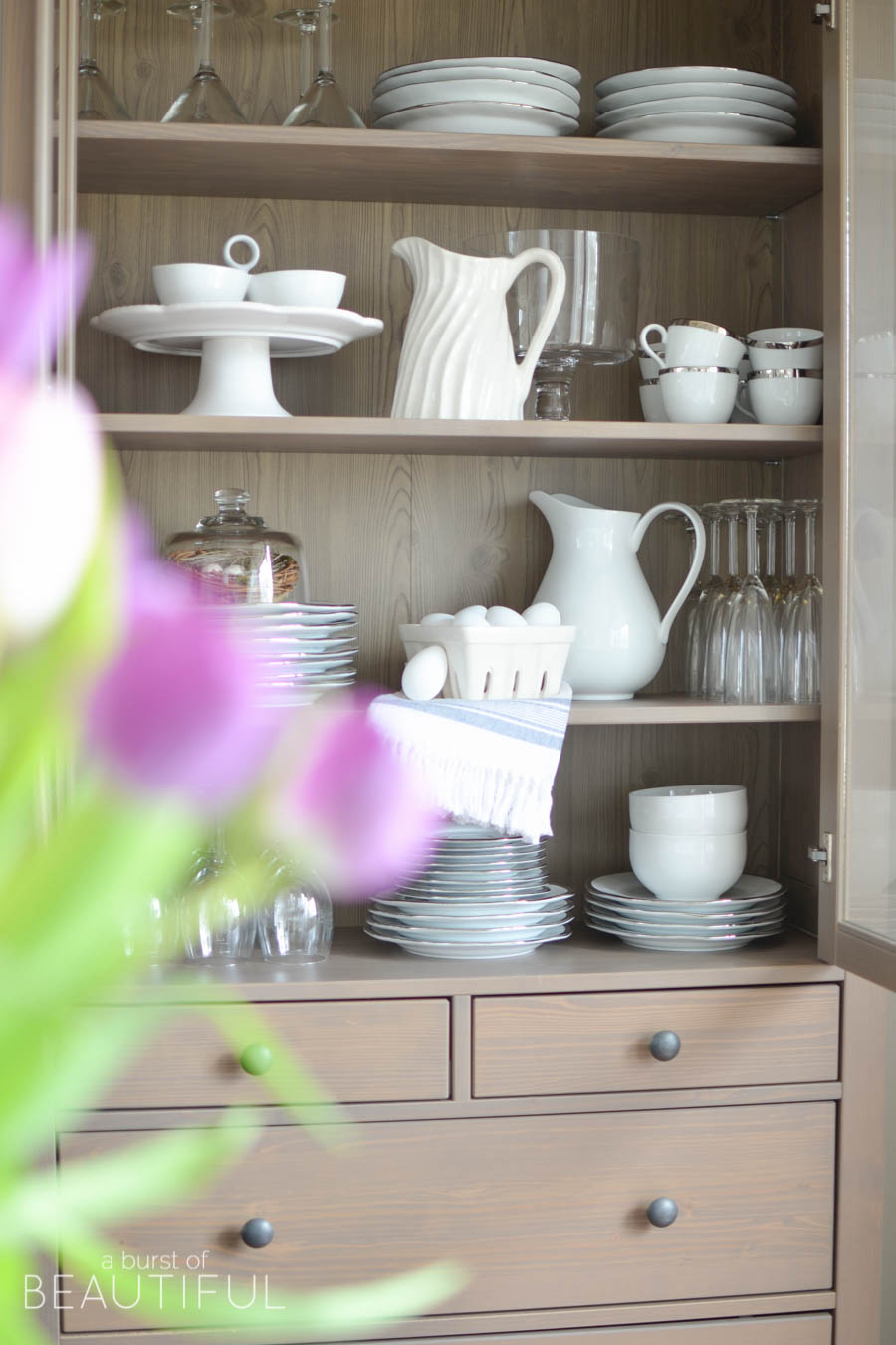 Spring flowers, like potted hydrangeas and daffodils and simple arrangements of tulips, are a pretty and inexpensive way to welcome spring into your home. Tour this bright and cheerful modern farmhouse, along with 16 other beautiful blogger homes in this stunning spring home tour | A Burst of Beautiful