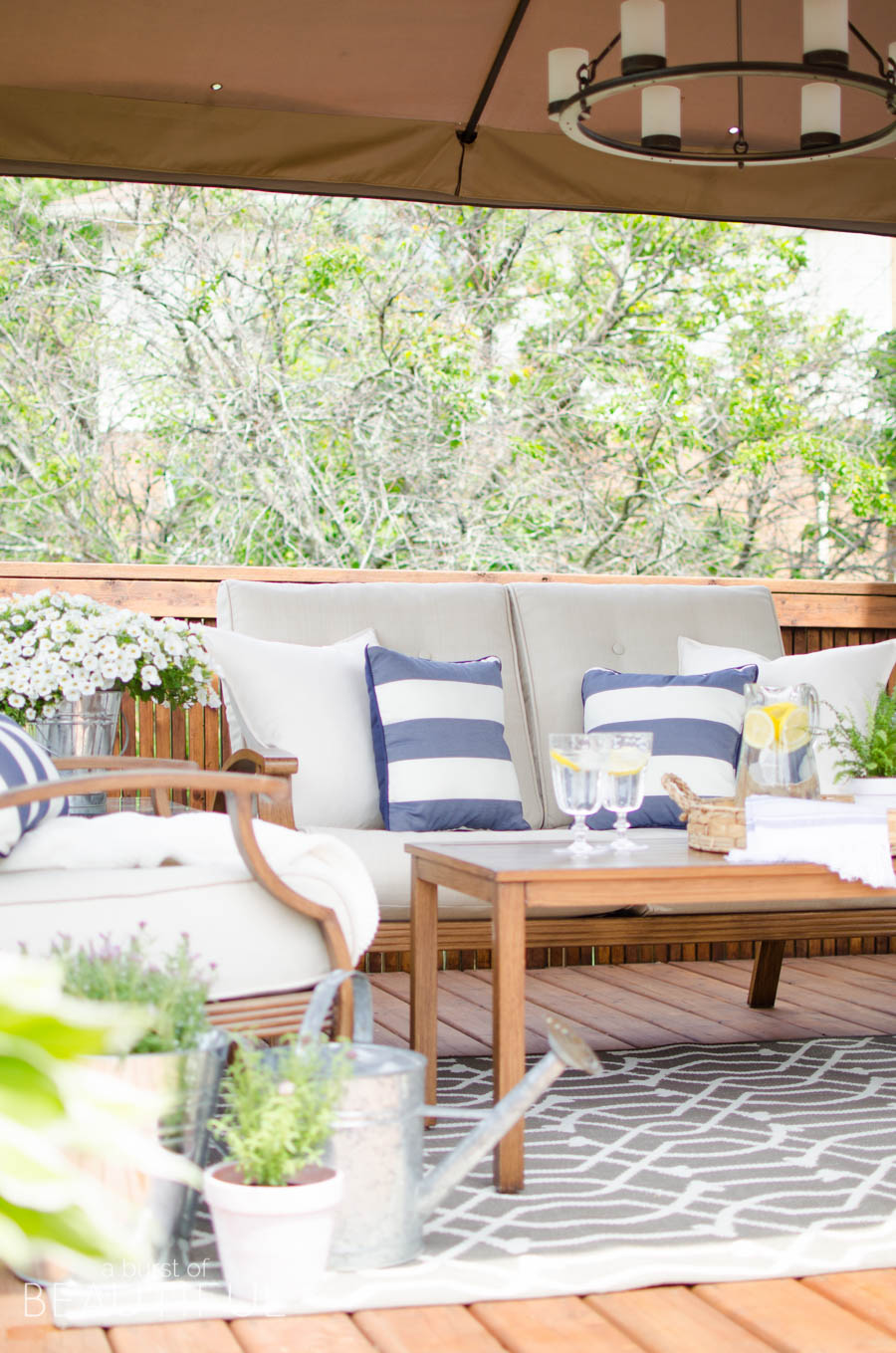 Tips for creating a cozy outdoor living space video a for Cost of outdoor living space