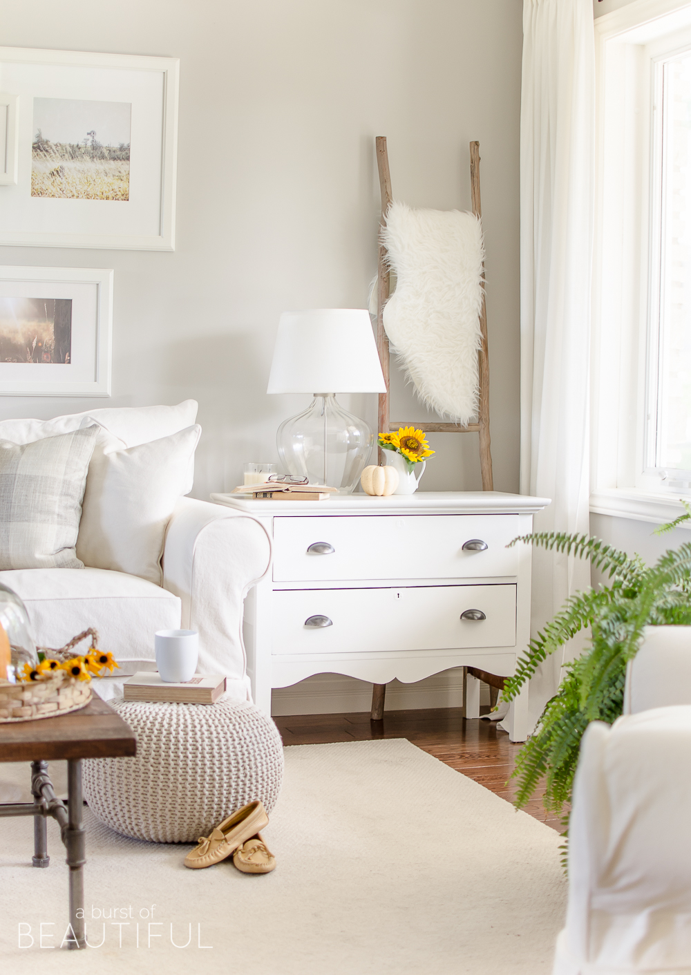 This beautiful modern farmhouse embraces fall with subtle hints of the season