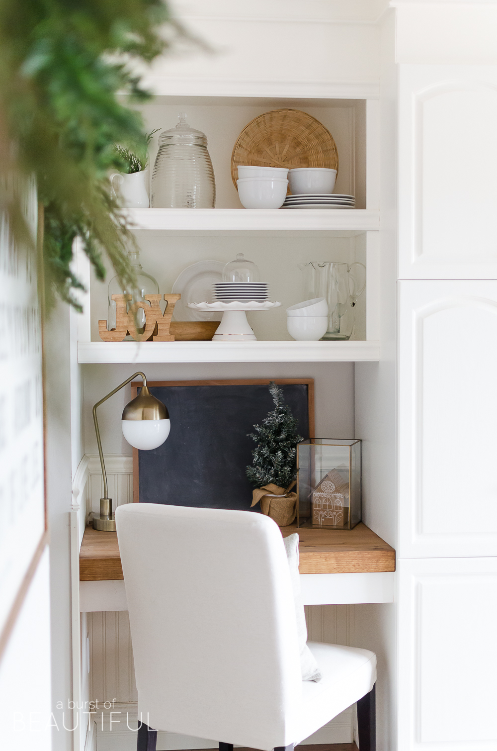 A simple Christmas kitchen with farmhouse charm