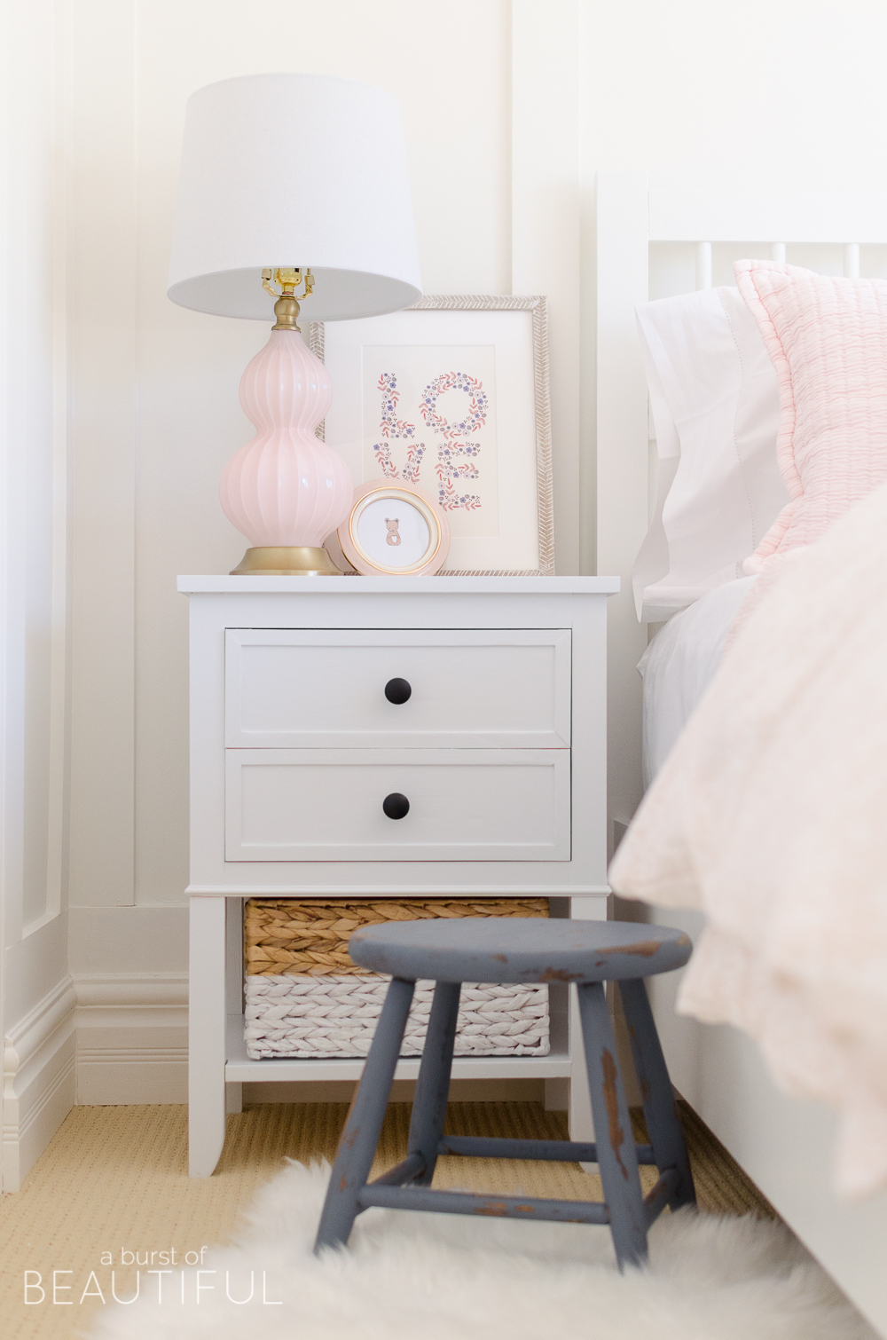 Free plans to build 2-drawer end table with shelf