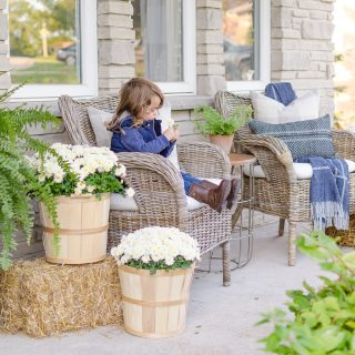Create a cozy front porch this fall with these simple and easy fall decorating ideas.