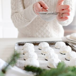 Melt-In-Your-Mouth Shortbread Cookies with Icing Sugar