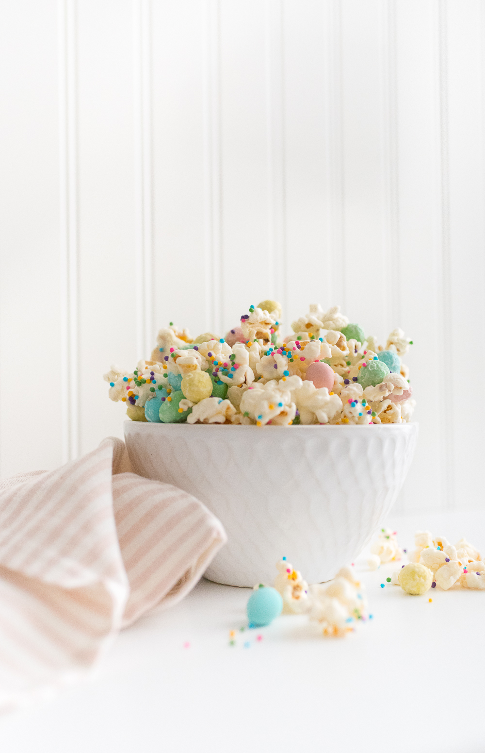 Popcorn drizzled in melted white chocolate and mixed with mini eggs and sprinkles is a fun and sweet treat for Easter, find the easy recipe here.