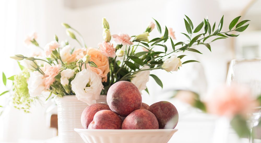 20 Simple and Fresh Tablescape Ideas For Summer Entertaining