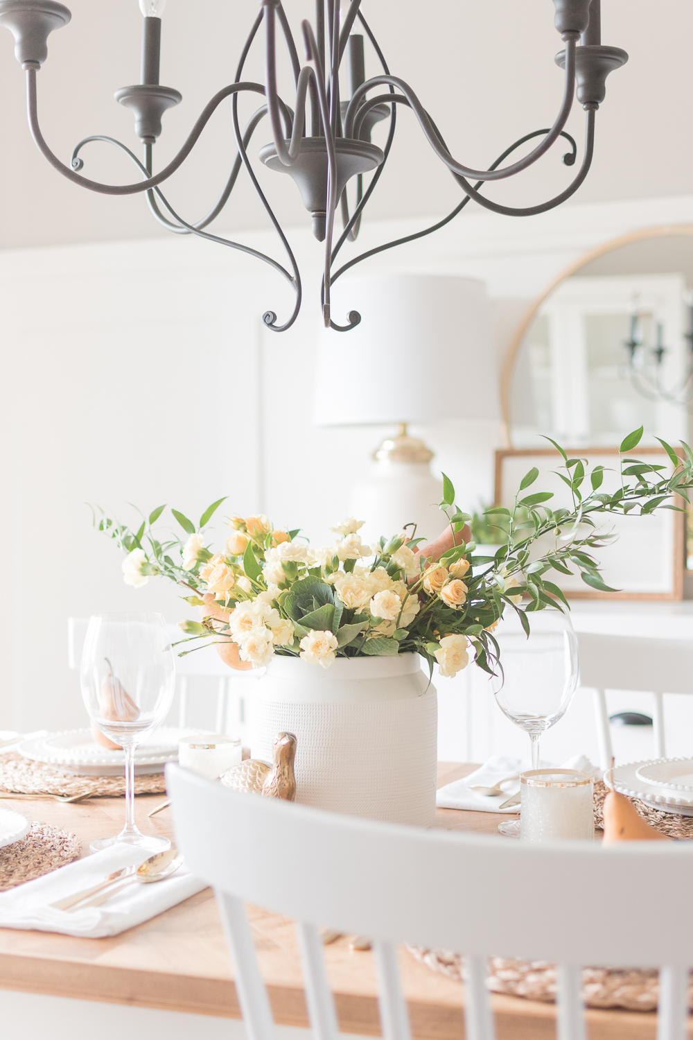 simple fall and thanksgiving dining tablescape flower arrangement idea