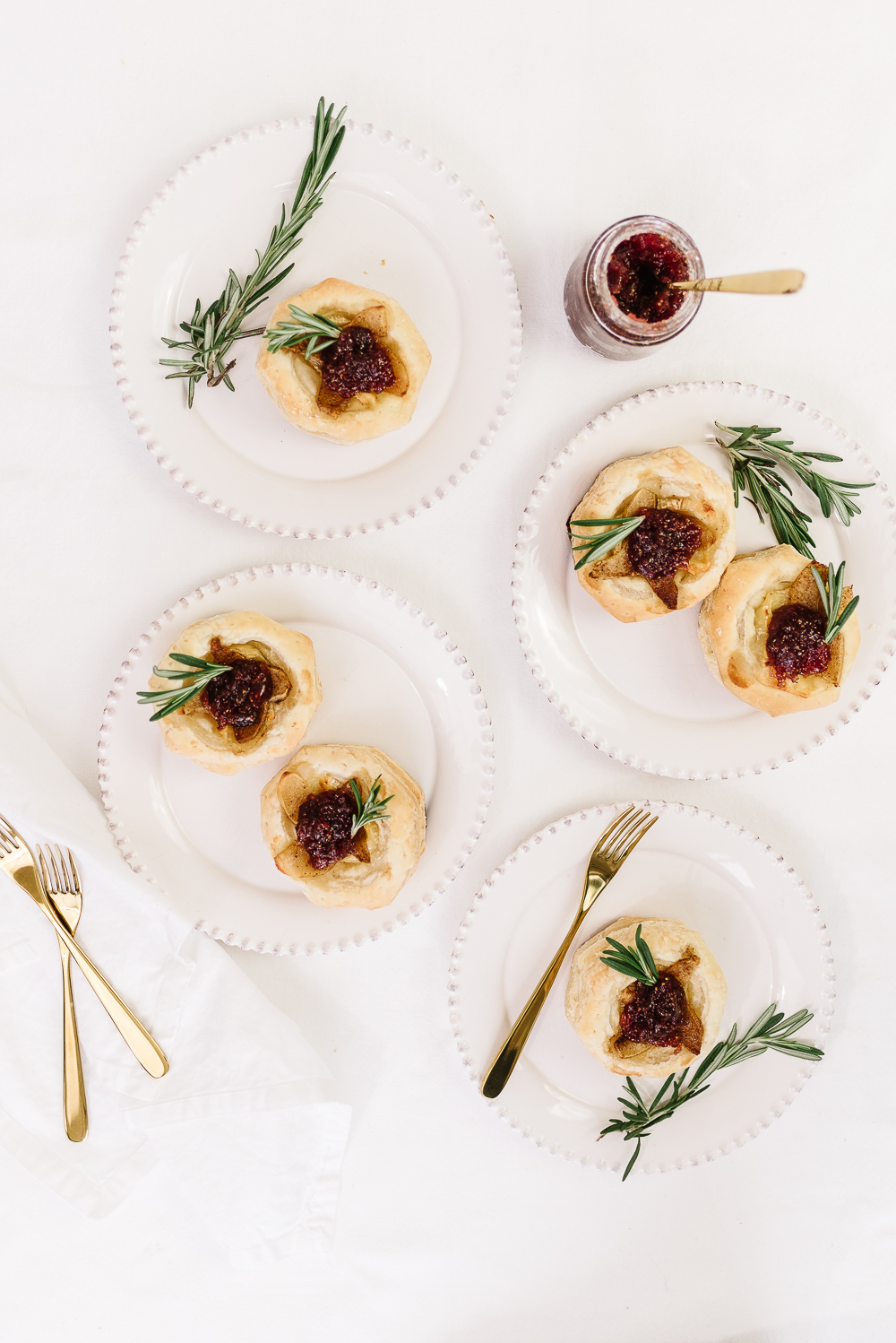 brie and roasted pear tartlets with fig cabernet jelly