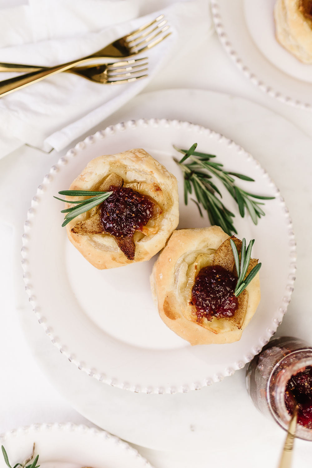 brie pear tartlets with fig cabernet jelly