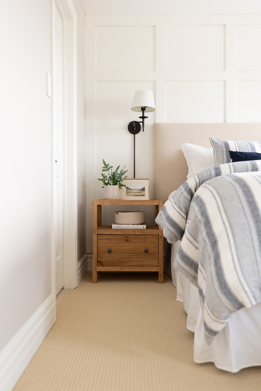 Free DIY building plans for a pair of modern nightstands.